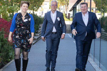 Wirtschaftspolitische Sprecherin der Grünen Andrea Lindlohr in Baden Württemberg im Gespräch mit dem Wirtschaftsbeirat Thomas Zawalski und der Firma Interstuhl.