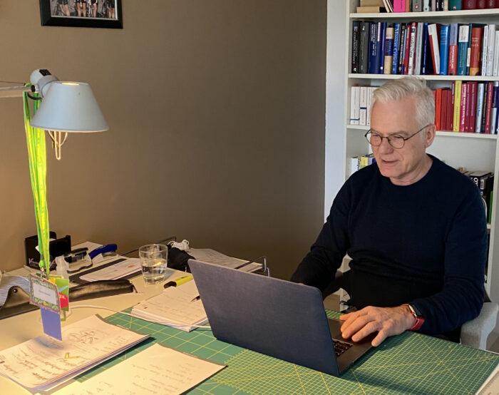 Grüner Bundestagskandidat Thomas Zawalski nimmt an digitalem Parteitag teil.