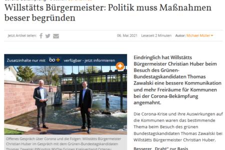 Thomas Zawalski und Willstätts Bürgermeister Christian Huber an der Kinzig in Willstätt