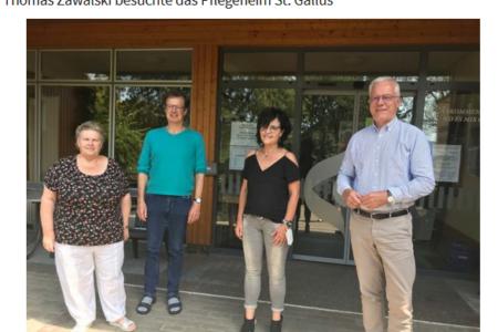 Heimbeirätin Becker (von links), Heimleiter Michael Schlosser, Pflegedienstleiterin Martina Heizmann und Grünen-Kandidat Thomas Zawalski.
